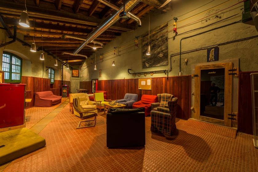 pietro-milici-barcelona-cannabis-club-lounge-smoke