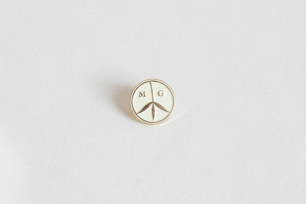 peace_pin_beige